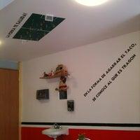 Das Foto wurde bei COMBInados, Tacos, cortes y + von Hesenrre C. am 8/10/2012 aufgenommen