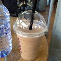 Foto tirada no(a) Costa Coffee por Maria Y. em 7/4/2012
