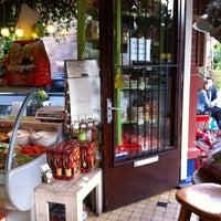 Das Foto wurde bei Renzo's Delicatessen von Jeroen M. am 8/26/2012 aufgenommen