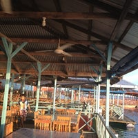 Снимок сделан в Kelong Restaurant Aneka Rasa пользователем Kim T. 4/20/2012