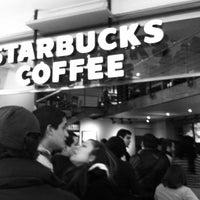 Foto tomada en Starbucks por Edward J. el 7/8/2012