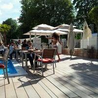 6/17/2012 tarihinde Luke F.ziyaretçi tarafından La Terrasse de l'Hippodrome'de çekilen fotoğraf