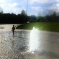 Foto tomada en Piedmont Park Legacy Fountain por Geoff G. el 7/15/2012