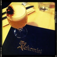 Foto scattata a The Alchemist Bar & Cafe da Agus E. il 6/14/2012