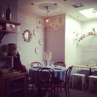 Снимок сделан в Chez Elles пользователем Joana R. 7/22/2012