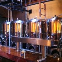 Foto tirada no(a) West Flanders Brewing Company por Ben O. em 8/25/2012