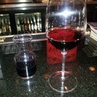 Foto tomada en Virgilio's Pizzeria & Wine Bar por Molly H. el 5/1/2012