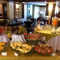 Foto tirada no(a) Laje de Pedra Resort Hotel por Paula P S D. em 7/20/2012