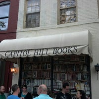 Photo prise au Capitol Hill Books par Daniel H. le7/14/2012