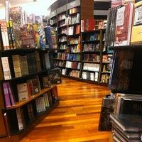 Foto tomada en Books Kinokuniya por Anchalee P. el 8/10/2012