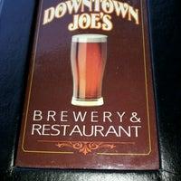Foto tirada no(a) Downtown Joe's Brewery & Restaurant por T D. em 6/7/2012
