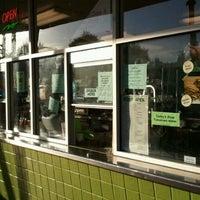 รูปภาพถ่ายที่ Kwik Way Drive-In โดย Ricky S. เมื่อ 8/1/2012