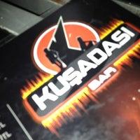 Foto tirada no(a) Kuşadası Club Bar por Cem U. em 8/27/2012