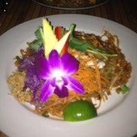 8/19/2012 tarihinde Lindsay L.ziyaretçi tarafından Chabaa Thai Bistro'de çekilen fotoğraf