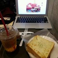 รูปภาพถ่ายที่ HOLLYS COFFEE โดย NY J. เมื่อ 6/3/2012