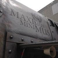 รูปภาพถ่ายที่ Maximus / Minimus โดย April S. เมื่อ 5/29/2012