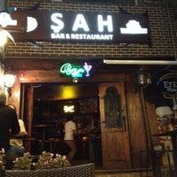 Foto diambil di Şah Cafe & Bar oleh Serkan pada 8/17/2012
