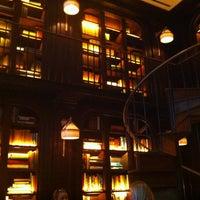 รูปภาพถ่ายที่ The NoMad Hotel โดย Lisa P. เมื่อ 4/13/2012