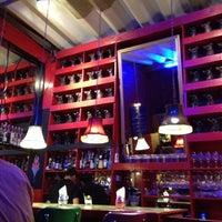 Foto tomada en i Latina Restaurante por Sergio E. el 3/25/2012