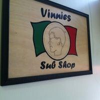 6/28/2012 tarihinde Reggie P.ziyaretçi tarafından Vinnie's Sub Shop'de çekilen fotoğraf