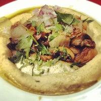 8/1/2012 tarihinde Donald B.ziyaretçi tarafından Zula Hummus Café'de çekilen fotoğraf