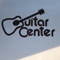 5/14/2012 tarihinde Patricia F.ziyaretçi tarafından Guitar Center'de çekilen fotoğraf