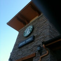 Foto tirada no(a) Starbucks por Stu R. em 5/31/2012
