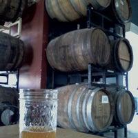 Das Foto wurde bei Bootlegger's Brewery von Terry W. am 3/18/2012 aufgenommen
