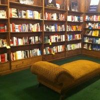 Foto tirada no(a) Tattered Cover Bookstore por Christie H. em 2/23/2012
