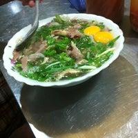 8/19/2012 tarihinde Ngoc T.ziyaretçi tarafından Phở Thìn Bờ Hồ'de çekilen fotoğraf