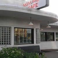 6/13/2012にJohn L.がThe Monument Caféで撮った写真