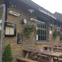 รูปภาพถ่ายที่ Lockside Lounge โดย Alistair เมื่อ 5/31/2012