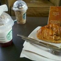 2/14/2012 tarihinde Cristhiam A.ziyaretçi tarafından Starbucks Coffee'de çekilen fotoğraf