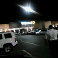 Das Foto wurde bei Walmart Supercenter von Solar T. am 4/15/2012 aufgenommen