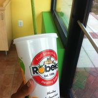 Foto scattata a Robeks Fresh Juices & Smoothies da Andrea S. il 6/21/2012