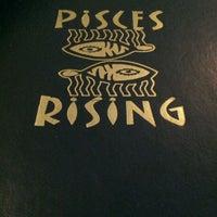 Foto tomada en Pisces Rising por Barbra B. el 2/26/2012