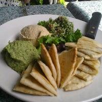 Foto tirada no(a) Irregardless Cafe por Lisa J. em 4/20/2012