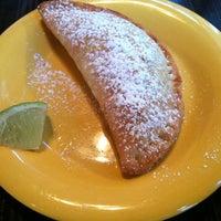 Снимок сделан в Las Primas Peruvian Kitchen пользователем Monica M. 3/3/2012