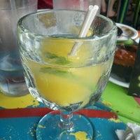 รูปภาพถ่ายที่ Dos Taquitos โดย Melissa S. เมื่อ 4/21/2012