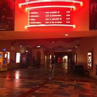Foto tirada no(a) Regal Cinemas Red Rock 16 & IMAX por Becky C. em 5/31/2012