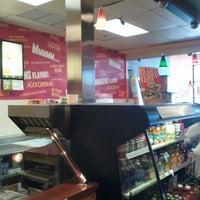 Foto scattata a Quiznos da Pat H. il 7/27/2012