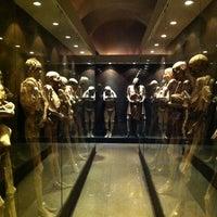 Foto tomada en Museo de las Momias de Guanajuato por Jose J. el 6/20/2012