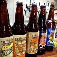 Das Foto wurde bei Bootlegger's Brewery von ✌Maryanne D. am 4/3/2012 aufgenommen