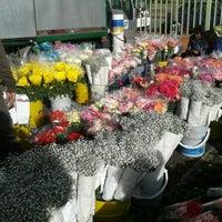 Foto tomada en Plaza de Mercado de Paloquemao por Juan G. el 7/20/2012