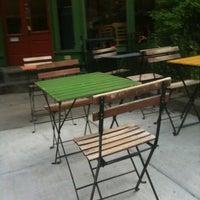 Foto scattata a Green Line Cafe da Karen H. il 4/16/2012