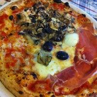 Foto scattata a La Gatta Mangiona da Via Dei Gourmet il 5/26/2012