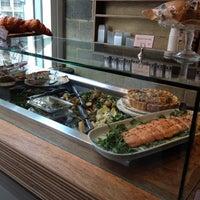 4/10/2012 tarihinde pɹoɟuɐs@ziyaretçi tarafından Lantana Cafe'de çekilen fotoğraf