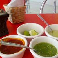 Das Foto wurde bei COMBInados, Tacos, cortes y + von Luis S. am 9/5/2012 aufgenommen