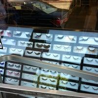 4/5/2012 tarihinde Tasha B.ziyaretçi tarafından Nigel's Beauty Emporium'de çekilen fotoğraf