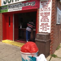 Foto tirada no(a) John's Water Ice por Jason 6. em 8/17/2012